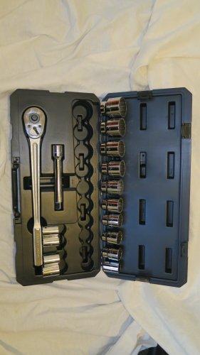 Craftsman  16 pc 12 pt Standard 34 in Dr Socket Wrench Set